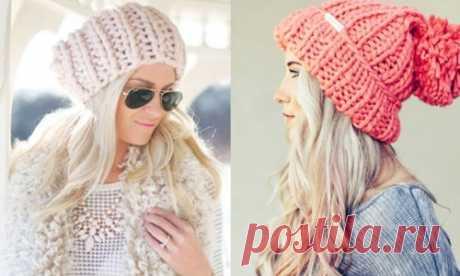 Связать женскую шапку спицами. Модную бини, красивую с отворотом, объемную, зимнюю, с аранами, поперечной косой. Схемы с описанием, фото, новые модели 2019