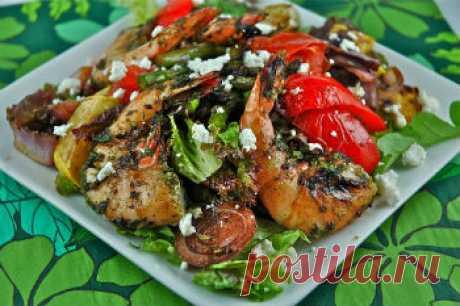 Как приготовить салат с креветками, баклажанами и перцем - Салат с креветками от 1001 ЕДА