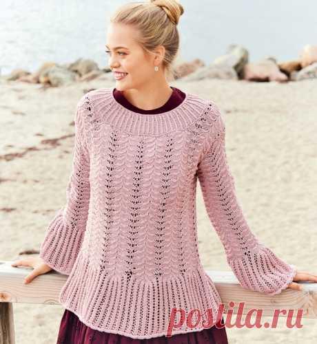 Нежно-розовый джемпер с кружевным узором и широкими воланами!