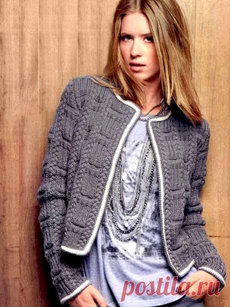 Жакет в стиле Шанель с косой и фантазийным узором