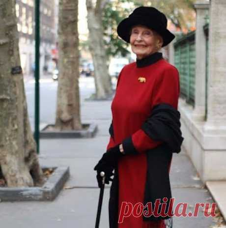 TАРО: Регина Бретт в свои 90 лет составила 45 уроков, которые преподала жизнь.
