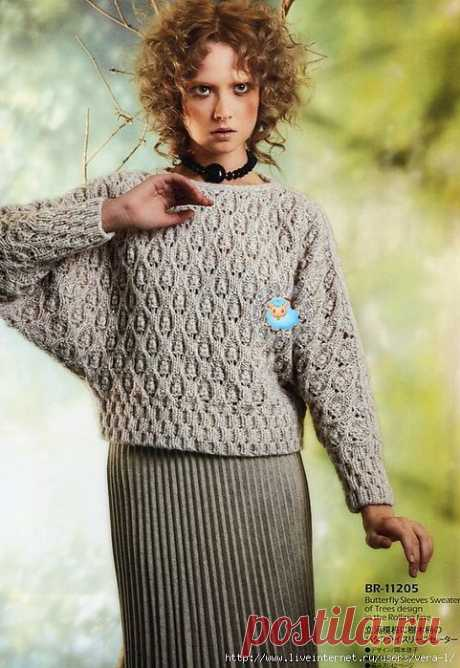 Серый пуловер.