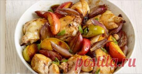 Диетический ужин: куриная грудка, тушеная с яблоками