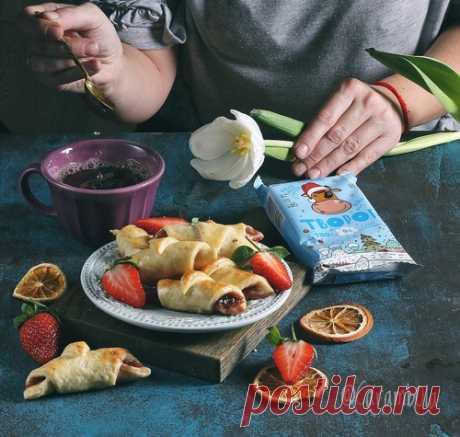 Творожные рогалики с клубничным джемом – кулинарный рецепт