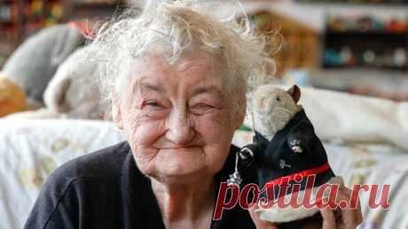 Ученые: люди стареют в три этапа - Новости Mail.ru