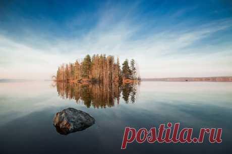 Озеро Ушкозеро в Карелии. Эта фотография принесла Дмитрию Петухову победу в конкурсе «Королевство Карелия». Другие красивые кадры, победившие в наших фотоконкурсах, собраны в совместном проекте Nat-geo.ru и МТС. Подробнее: