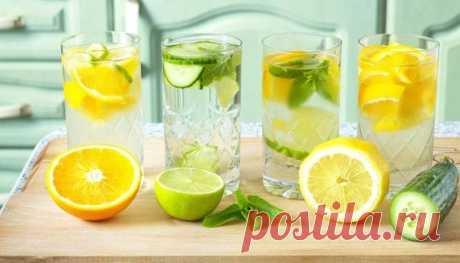 9 ПРИЧИН ПИТЬ ЛИМОННУЮ ВОДУ ⠀ 1. Поддерживает имунную систему ⠀ Витамин С – это то, что помогает запустить нашу имунную систему, а лимонном соке его так много. Уровень витамина С в организме резко падает при стрессе, поэтому специалисты рекомендуют включать в пищу дополнительные источники витамина С в особо напряженные дни. Показать полностью…