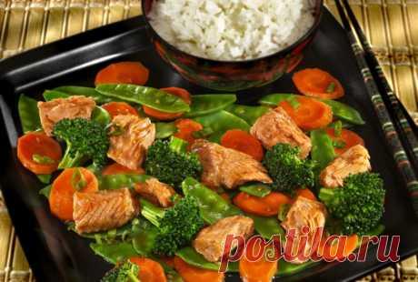 Медово-соевый тунец с овощами стир-фрай