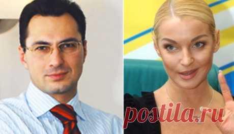Вдовин высказался о долге в 3 миллиона долларов перед Волочковой Бизнесмен Игорь Вдовин высказался о возможном долге в три миллиона долларов перед своей бывшей супругой — балериной Анастасией Волочковой.Ранее бывшая