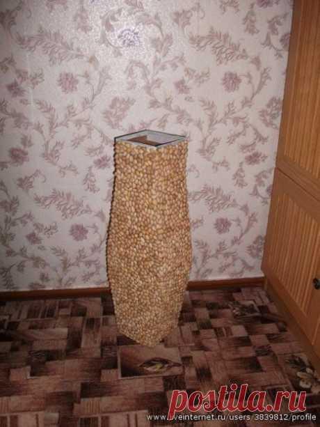 Напольная ваза из скорлупок фисташек