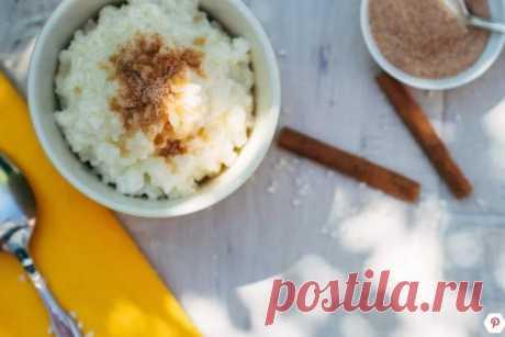 👌 Простой рисовый пудинг за 20 минут, рецепты с фото Рисовый пудинг — очень вкусный и полезный завтрак на каждый день. А при добавлении ванили, лимонной цедры, корицы и сахара, как в нашем рецепте, он превращается в изумительный слад...