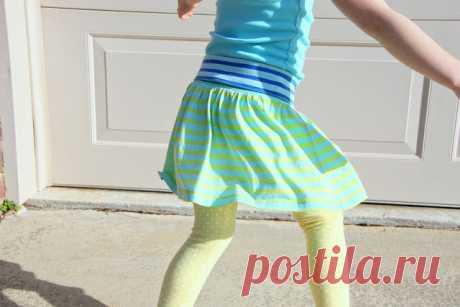 Как сшить своими руками для девочки простую и удобную юбку?