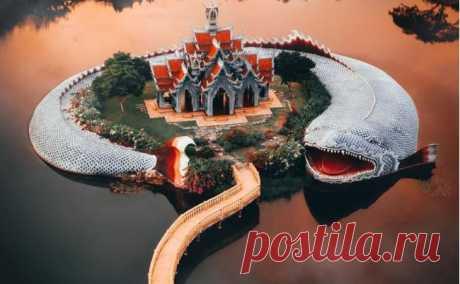 7 невероятных фото горного дворца Сумеру в Таиланде с огромной рыбой Это рядом с Бангкоком.
