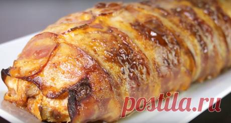 Праздничный рулет из куриной грудки с начинкой — вкусно и просто! Рулет из куриной грудки с грибами и сыром получается потрясающе вкусным и отлично смотрится. Приготовить его сможет даже неопытная хозяйка. Рулет прекрасно подойдет к праздничному столу и понравится каждому, кто его попробует. Такой рулет просто находка для любой хозяйки-ведь готовится он из простых продуктов, а получается просто волшебно вкусным и аппетитным. Необходимые продукты 800 грамм куриного филе 300...