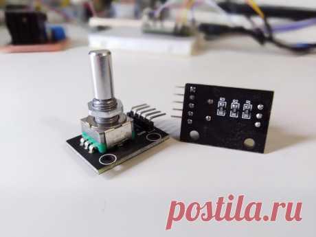 Модуль инкрементального энкодера EC11 для Arduino с кнопкой. При помощи этого модуля, можно определить направление и скорость вращения, а так же рассчитать угол поворота. При каждом щелчке устройство выдает два логических импульса, согласно которым можно определить его состояние.