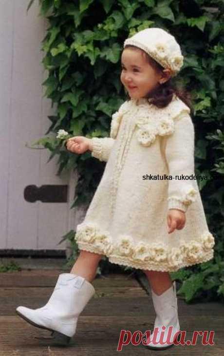 Пальто для юной леди спицами. Вязание для маленьких девочек спицами схемы
