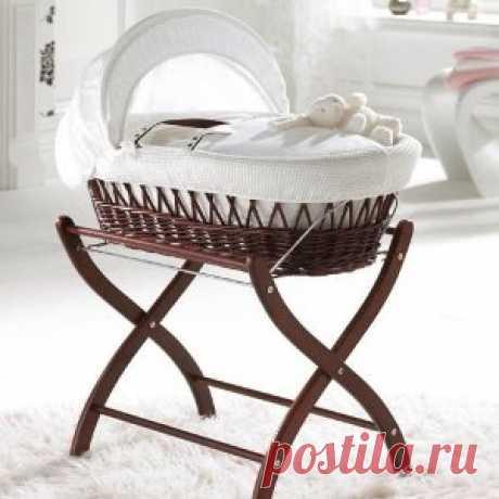 Очень милая корзинка-кроватка для младенца. И место экономит.