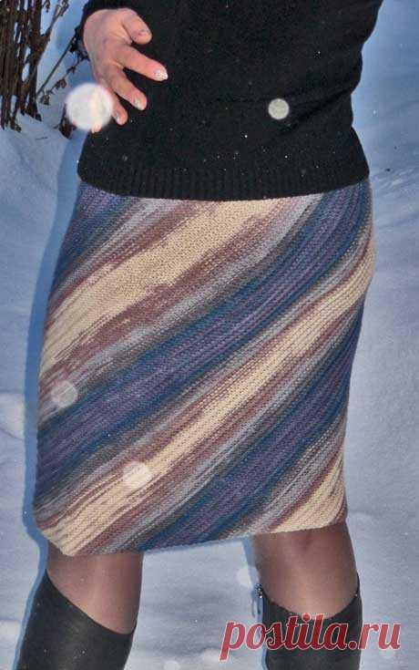 La falda con las rayas diagonales del (rayo)