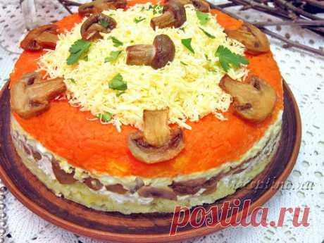 Слоеный салат с сыром и шампиньонами - рецепт с фото Оригинальный и вкусный салат с шампиньонами украсит любой праздничный стол и порадует своими интересными сочетаниями. Основной компонент блюда – жареные грибы, которые дополнены овощами и твердым сыром.