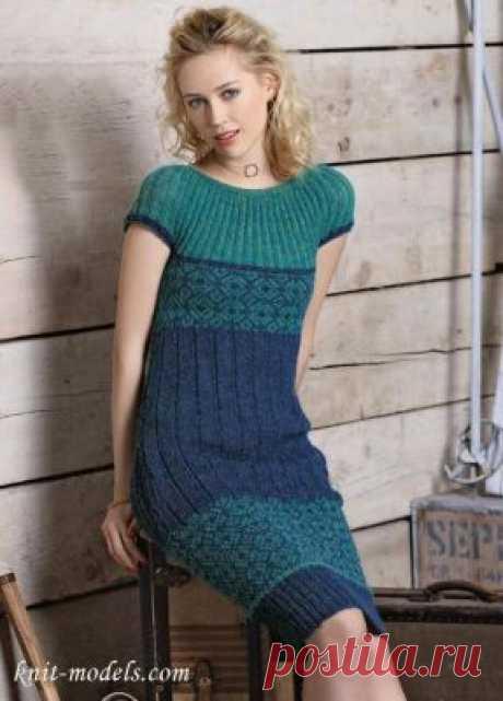 Вязаное платье песочного силуэта