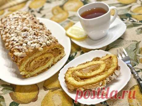 Рулет с арахисом рецепт с фото Бисквит, воздушный крем на основе сливочного масла и варёной сгущенки, жаренный арахис