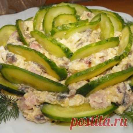Нарядный и очень вкусный салат, улетает со стола в первую очередь - МирТесен