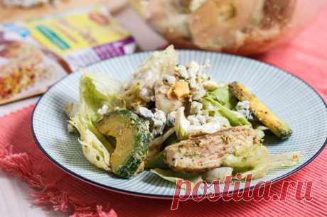 Салат с курицей и голубым сыром - пошаговый рецепт с фото - как приготовить, ингредиенты, состав, время приготовления - Леди Mail.Ru
