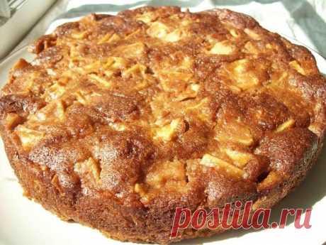 Медовый пирог с яблоками, понравится всем членам семьи   Девочки, впереди выходные и вот для вас рецепт потрясающего воскресного пирога. Пирог-открытие!! Пирог-сказка!!! Я думала, что МЕНЯ! УДИВИТЬ яблочным пирогом! Да это невозможно... Оказалось, возможно!!! И ЕЩЕ КАК возможно! Рецепт очень простой и довольно быстрый, но какой результат!!! Мммммммм... Нямка, нямка, нямка!!!  Ингредиенты и способ приготовления смотрите на нашем сайте https://happyrecipe.ru/recipes/91004/med...