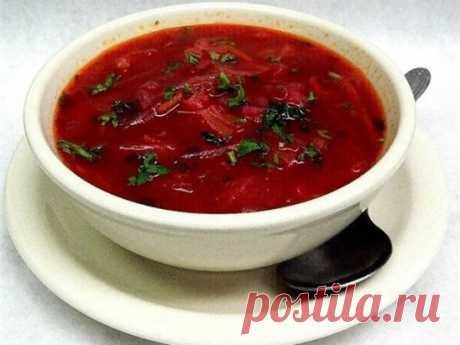 Борщ украинский Ингредиенты (на 5 л):  -мясо - 600-700 г  -картофель - 2-3 шт  -свекла - 1 небольшая шт  -лук репчатый - 2 шт  -морковь - 2 шт  -томатная паста - 2 ст.л.  -помидоры - 2-3 шт  -болгарский перец - 1 шт  -капуста, зелень  -соль Приготовление: Мясо вымыть, положить в кастрюлю, залить холодной водой и сварить до готовности.  Режем кубиками картофель и кладем в бульон. На сковороде обжариваем свеклу, нарезанную соломкой. Добавляем лук, нарезанный кубиками, и морковь. Обжариваем до з