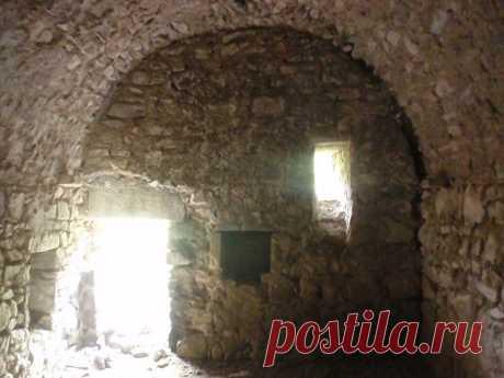 ՋՐՎՇՏԻԿ ՎԱՆՔ Ս. Եղիշե առաքյալ վանք,հայ առաքելական վանական համալիր Արցախի Մարտակերտի շրջանում՝ Մատաղիս գյուղից հյուսիս-արևմուտք,,հայ-ադրբեջանական շփման գծի մոտ, Մռավի անտառապատ լեռնաբազուկներից մեկի հարավային լանջին: Հայտնի է եղել Ներսմիհրի ուխտ անունով, քրիստոնեության ընդունումից հետո կոչվել է Ջրվշտիկ՝վանքի մոտ գտնվող Ջրվշտիկ ջրվեժի անունով,ապա՝ Ս. Եղիշե առաքյալ վանք:Ըստ պատմիչ Մովսես Կաղանկատվացու, V դ. Արցախի Վաչագան Բարեպաշտ թագավորը ս. Եղիշեի նահատակության տեղում հուշասյուն է կանգնեցրել,