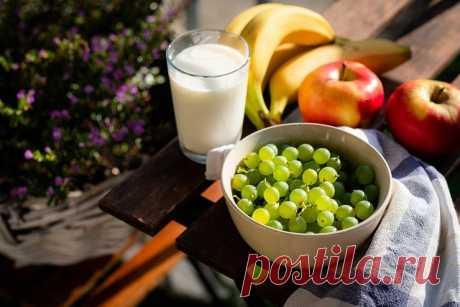 """Кефирная диета: как похудеть без вреда для здоровья   Журнал """"MY HOME LIFE"""" Кефир, несомненно, один из самых полезных для организма продуктов. Его рекомендуют к употреблению, если имеются проблемы с работой желудочно-кишечного тракта."""