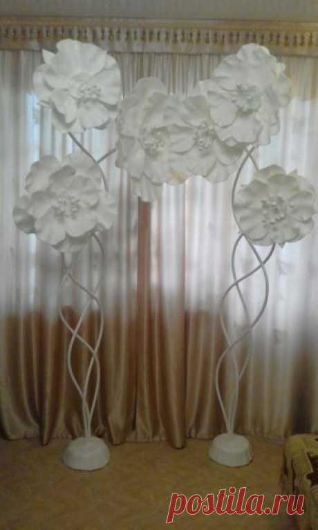Высота 2,30. Две композиции. Цветы съемные. Цена от 1500