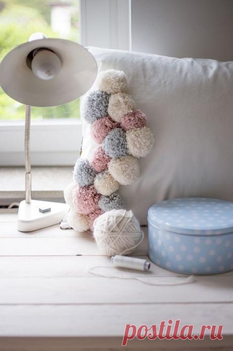 Шикарные подушки из шерстяных помпонов! Идеи декора! | Юлия Жданова | Яндекс Дзен