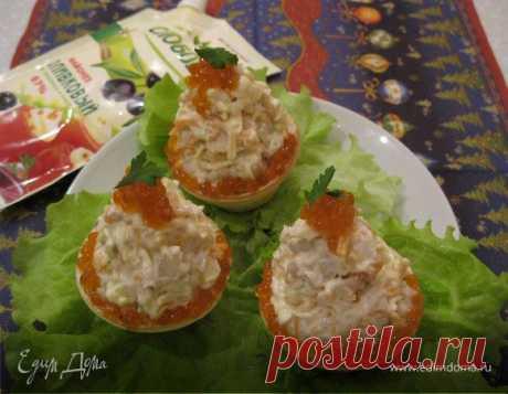 Рыбные пирожные. Ингредиенты: сайда филе, сыр, морковь Очень вкусные, полезные и красивые рыбные пирожные. Эффектно смотрятся на праздничном столе. Я их украшаю икрой горбуши и листочками петрушки. Приятного аппетита!