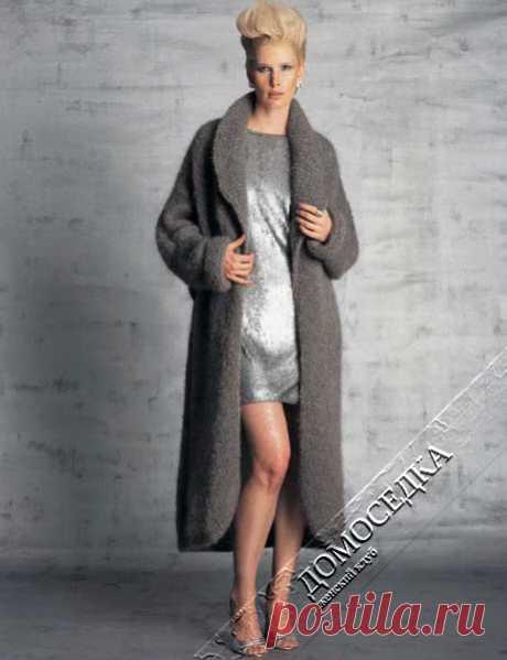 Объемное вязаное пальто   ДОМОСЕДКА