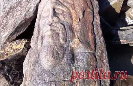 Рекомендую...В Америке на пляже Брайтон Бич в качестве волнорезов используют камни от какого-то древнего сооружения. И похоже, что это развалины славянских храмов...  Камни на Брайтон-Бич. | Русь возрождается! Живи открыто!