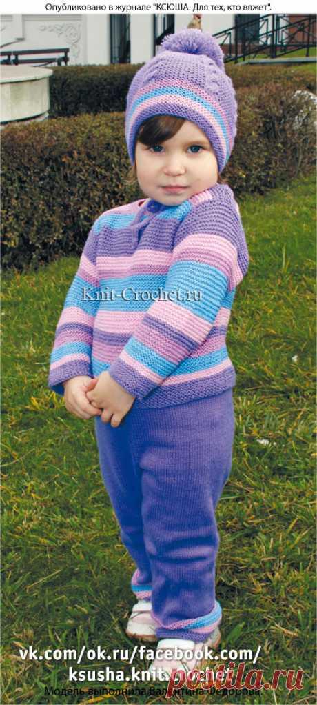 Детский комплект: пуловер, брюки, шапочка и шарф спицами.