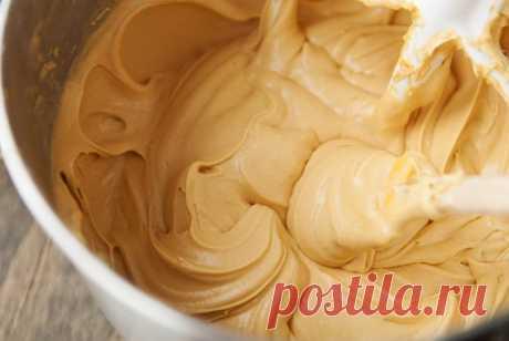 Йогуртовый крем для торта: рецепт с фото Йогуртовый крем для торта получается густым, ароматным и с необычной кислинкой из-за ягод. Рецепт с фото поможет приготовить легкий десерт самостоятельно.