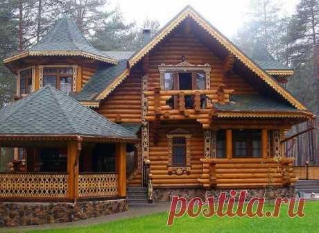 Бревенчатый дом. Мастерская резьба в лучших русских традициях
