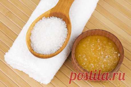 ОСТЕОХОНДРОЗ: Соль и масло против боли При шейном остеохондрозе можно испробовать весьма интересный рецепт, после использования которого, вы боли не ощутите довольно длительное время. Понадобится нерафинированное растительное масло (с запахом) и мелкая соль (можно взять морскую). Приготовьте лекарство сразу на весь курс: 10 ст.л. соли залить 20 ст.л. масла, все хорошо размешать, чтобы не было крупинок. Через несколько дней получается белая взвесь из мелких частиц соли