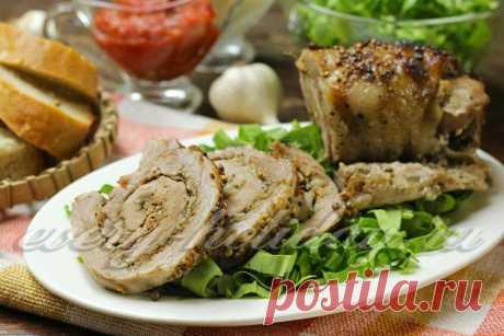 El panecillo de carne de la carne de cerdo en el horno, la receta de la foto