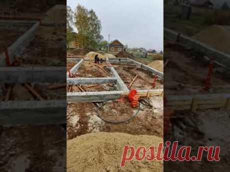 Стройка одноэтажного дома с плоской крышей. Прокладка канализации