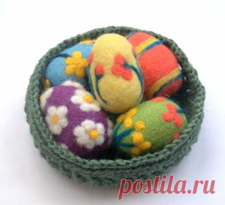 """The colorful eggs are needle felted of wool. These eggs are about 6 cm (2.4"""") high and 4 cm (1.6"""") in diameter, The balls are 5 cm (2"""") in diameter. More eggs are listed here…"""