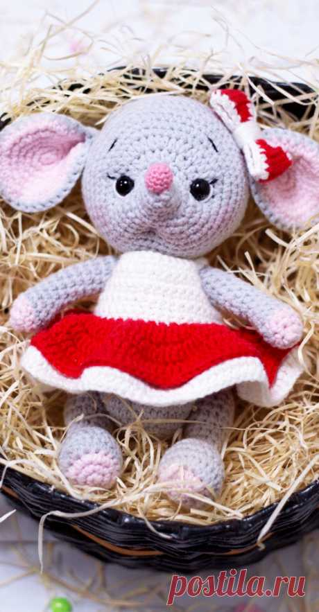 PDF Мышки Стюарт и Бриттани крючком. FREE crochet pattern; Аmigurumi doll patterns. Амигуруми схемы и описания на русском. Вязаные игрушки и поделки своими руками #amimore - Мышь, мышка, мышонок, крыса, rat rata, rato, ratte, szczur, szczur, mouse, ratón, maus souris, mysz myši. Amigurumi doll pattern free; amigurumi patterns; amigurumi crochet; amigurumi crochet patterns; amigurumi patterns free; amigurumi today.
