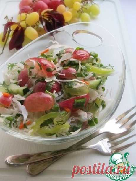 Капустный салат с зеленью и виноградом - кулинарный рецепт