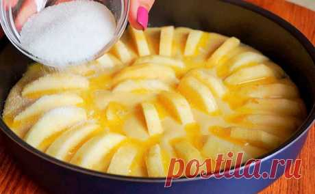 Пирог «3 яблока»: раскладываем яблоки в форме, заливаем тестом и ждем - медиаплатформа МирТесен Ароматный, нежный пирог с сочной начинкой можно по итальянскому рецепту приготовить всего из трех яблок. Он делается гораздо проще большинства пирогов, поскольку не нужно тратить время на замес и расстаивание теста: его мы сделаем жидким, затем зальем тестом яблоки и просто подождем. Для пирога нам