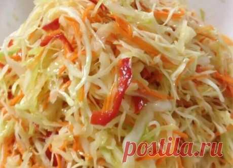 Маринованая капуста по этому рецепту сведёт вас с сума. Такую капусту можно есть с утра в обед и вечером, и не один лишний килограмм к вам не прицепится. А вот сколько витамин и микроэлементов получите от неё это не счесть. Капуста, морковь, болгарский перец как это всё полезно. Я даже рекомендую съедать такую капусту хотя бы по 100 гр в день. ИНГРЕДИЕНТЫ (на литровую баночку) и способ приготовления смотрите на нашем сайте https://quharik.ru/recipes/110506/marinovanaya-kapusta-svedyot-s-suma.h