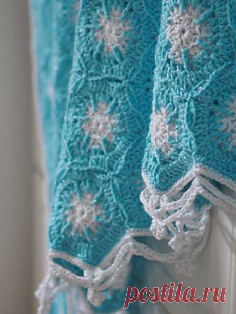 Elsa Coverlet pattern by Samantha Roberts I know the cold never bothered her anyway, but if Queen Elsa ever felt a little chill she might want to snuggle under this snowflake coverlet, made with hexagon motifs arranged in a snowfall pattern with yarn that has a little sparkle! The top and the bottom edges are inspired by frozen icicles and the turquoise and white colour way fits in with the Queen's own colour scheme.