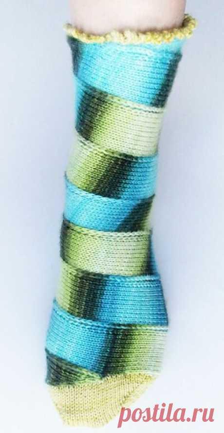 Интересные и необычные техники вязания носков с описанием.