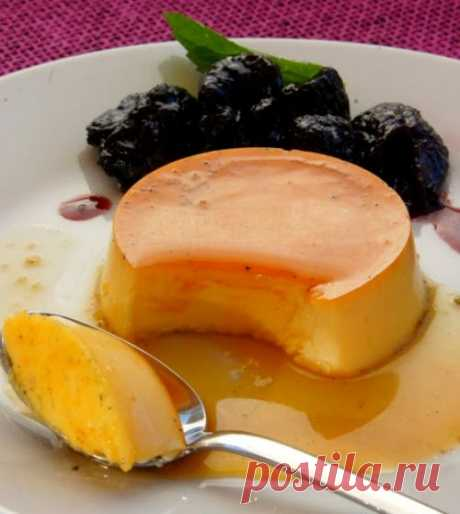 Cream-caramel with creamy sauce in red wine